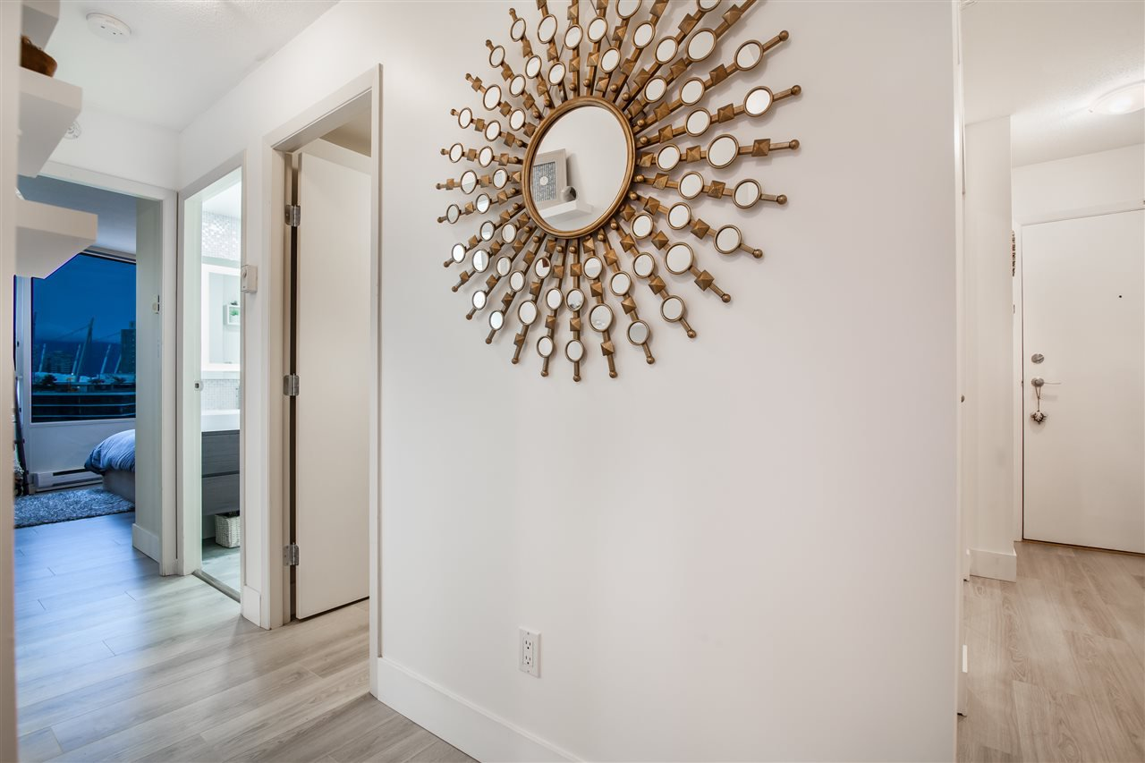 """Photo 19: Photos: 2301 1033 MARINASIDE Crescent in Vancouver: Yaletown Condo for sale in """"QUAY WEST"""" (Vancouver West)  : MLS®# R2373254"""