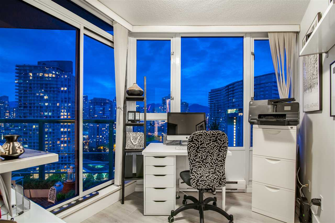 """Photo 18: Photos: 2301 1033 MARINASIDE Crescent in Vancouver: Yaletown Condo for sale in """"QUAY WEST"""" (Vancouver West)  : MLS®# R2373254"""