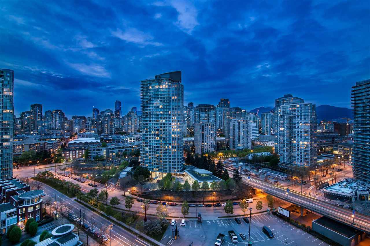"""Photo 2: Photos: 2301 1033 MARINASIDE Crescent in Vancouver: Yaletown Condo for sale in """"QUAY WEST"""" (Vancouver West)  : MLS®# R2373254"""