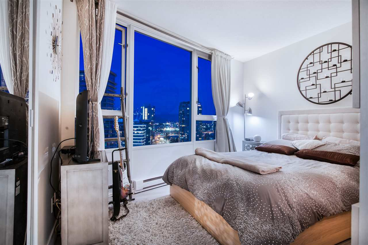 """Photo 12: Photos: 2301 1033 MARINASIDE Crescent in Vancouver: Yaletown Condo for sale in """"QUAY WEST"""" (Vancouver West)  : MLS®# R2373254"""