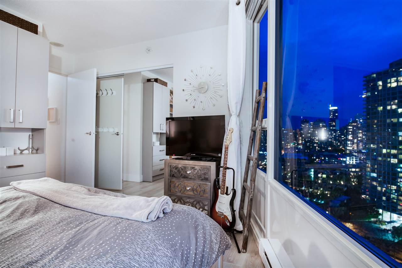 """Photo 14: Photos: 2301 1033 MARINASIDE Crescent in Vancouver: Yaletown Condo for sale in """"QUAY WEST"""" (Vancouver West)  : MLS®# R2373254"""