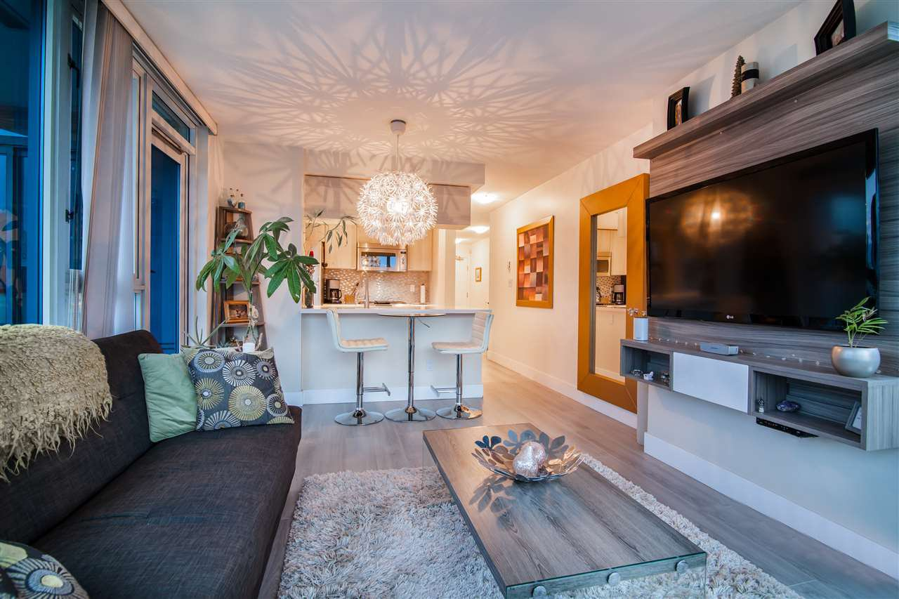 """Photo 10: Photos: 2301 1033 MARINASIDE Crescent in Vancouver: Yaletown Condo for sale in """"QUAY WEST"""" (Vancouver West)  : MLS®# R2373254"""