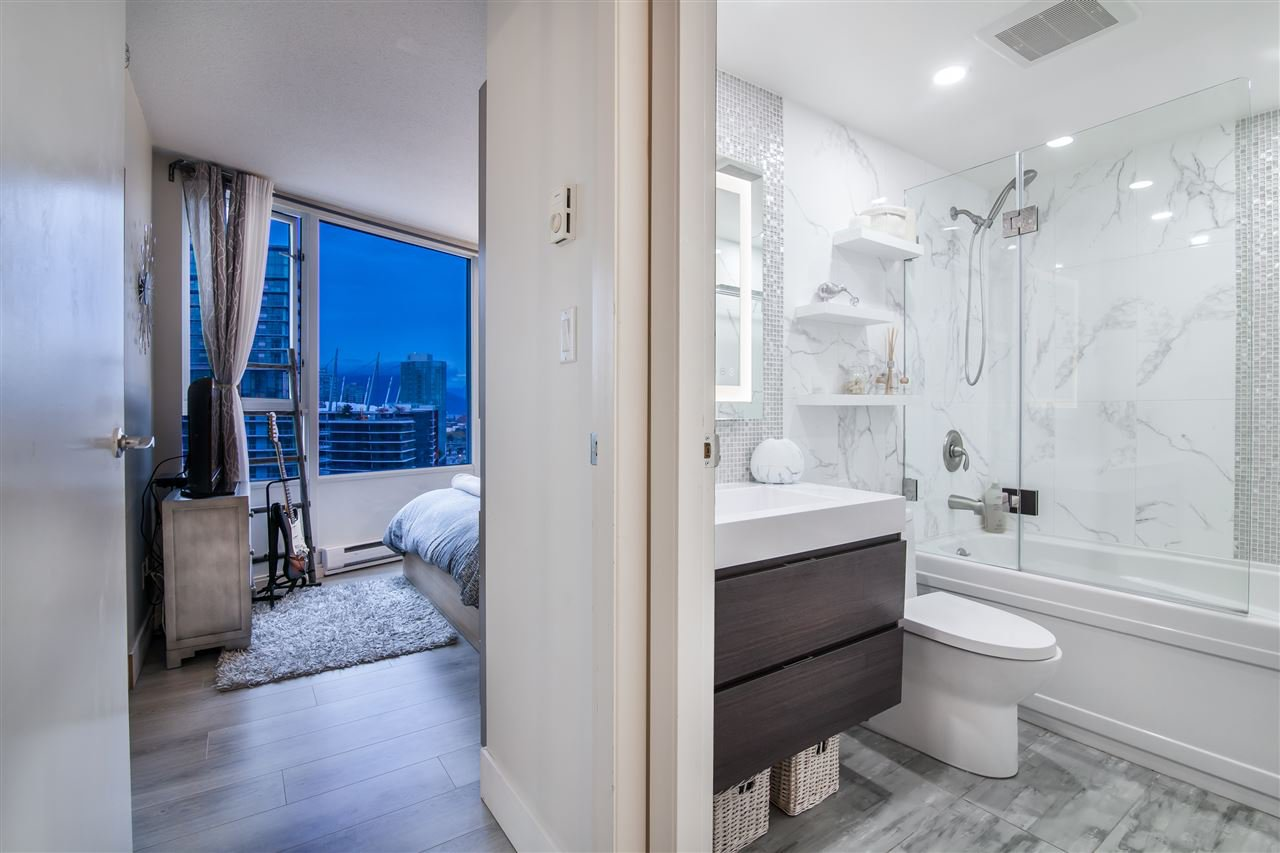 """Photo 16: Photos: 2301 1033 MARINASIDE Crescent in Vancouver: Yaletown Condo for sale in """"QUAY WEST"""" (Vancouver West)  : MLS®# R2373254"""