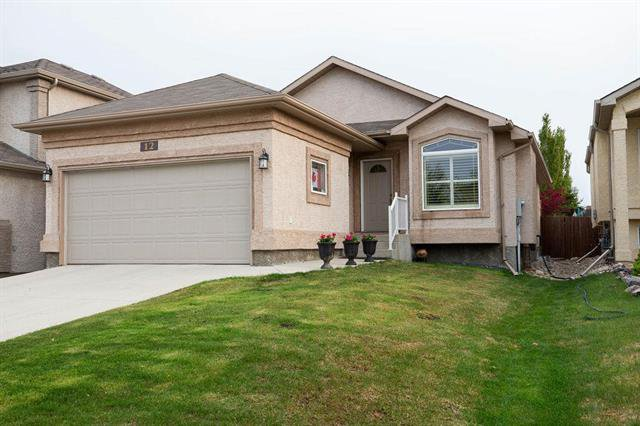 Main Photo: 12 Montvale Crescent in Winnipeg: Royalwood Residential for sale (2J)  : MLS®# 1914357