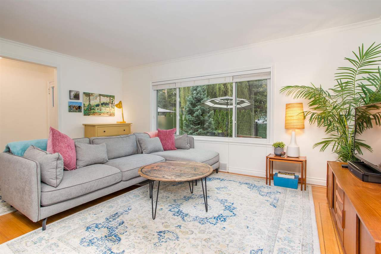 Photo 6: Photos: 2191 VANNESS Avenue in Vancouver: Grandview Woodland House for sale (Vancouver East)  : MLS®# R2505616