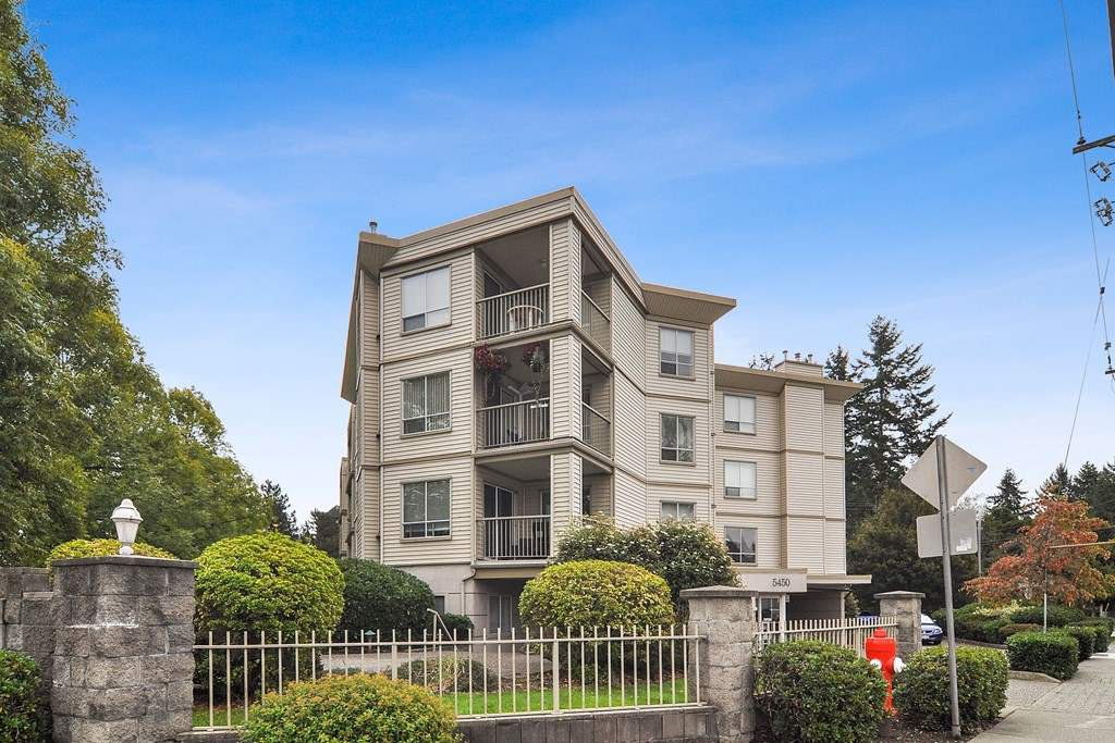 """Main Photo: 105 5450 208 Street in Langley: Langley City Condo for sale in """"MONTGOMERY GATE"""" : MLS®# R2509273"""