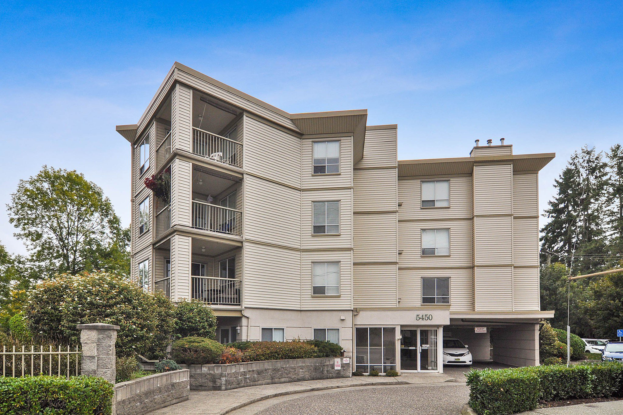 "Main Photo: 105 5450 208 Street in Langley: Langley City Condo for sale in ""MONTGOMERY GATE"" : MLS®# R2509273"
