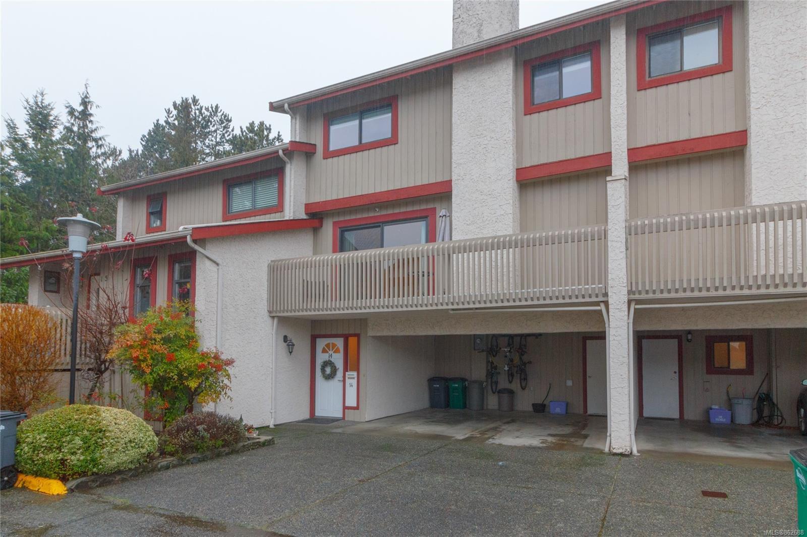 Main Photo: 14 1480 Garnet Rd in : SE Cedar Hill Row/Townhouse for sale (Saanich East)  : MLS®# 862688