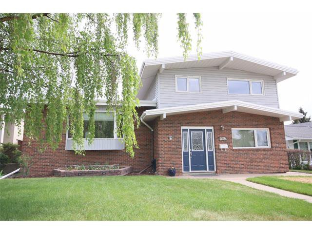 Main Photo: 1340 NORTHCOTE Road NW in Calgary: North Haven House for sale : MLS®# C4014234