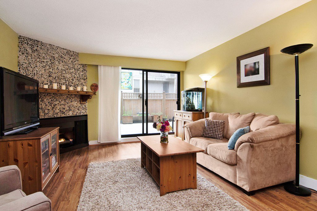 """Main Photo: 101 1610 CHESTERFIELD Avenue in North Vancouver: Central Lonsdale Condo for sale in """"CANTERBURY HOUSE"""" : MLS®# V1138448"""