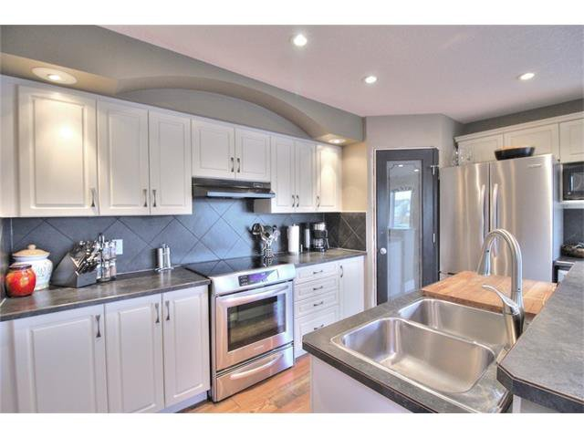 Photo 11: Photos: 248 EVERSYDE Circle SW in Calgary: Evergreen House for sale : MLS®# C4038688