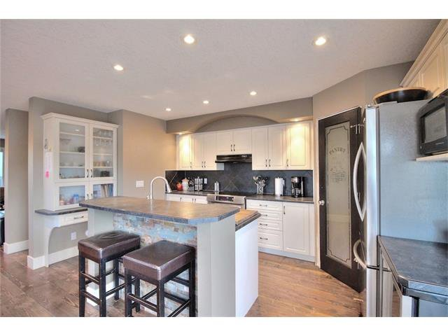 Photo 9: Photos: 248 EVERSYDE Circle SW in Calgary: Evergreen House for sale : MLS®# C4038688