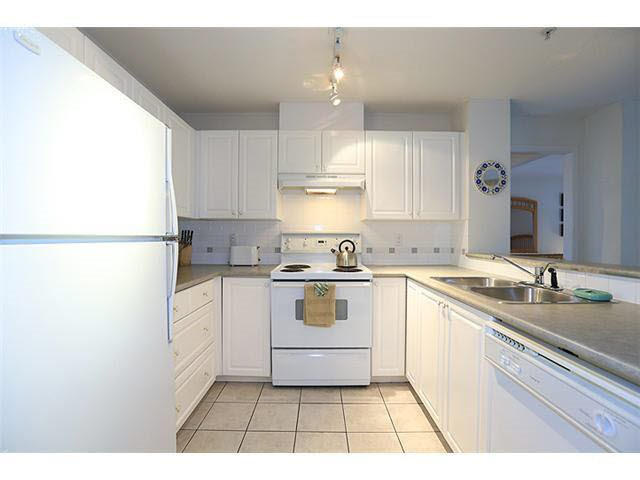 """Photo 2: Photos: 304 215 TWELFTH Street in New Westminster: Uptown NW Condo for sale in """"DISCOVERY REACH"""" : MLS®# R2118812"""