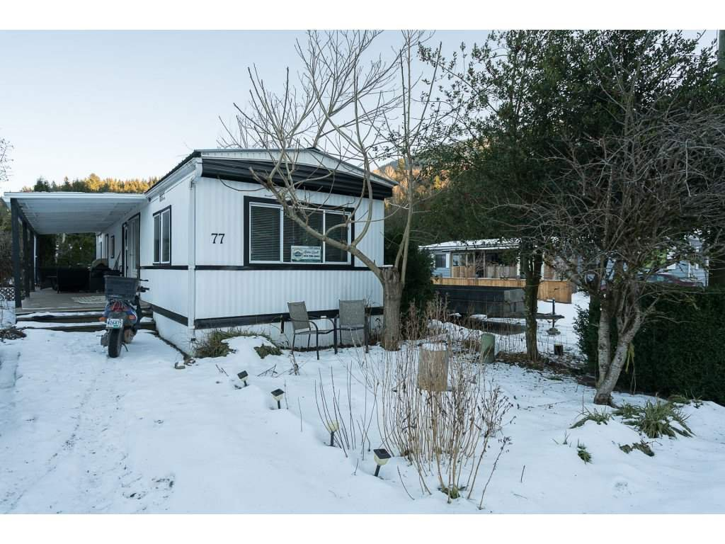 """Main Photo: 77 3942 COLUMBIA VALLEY Road: Cultus Lake Manufactured Home for sale in """"Cultus Lake Village"""" : MLS®# R2130008"""