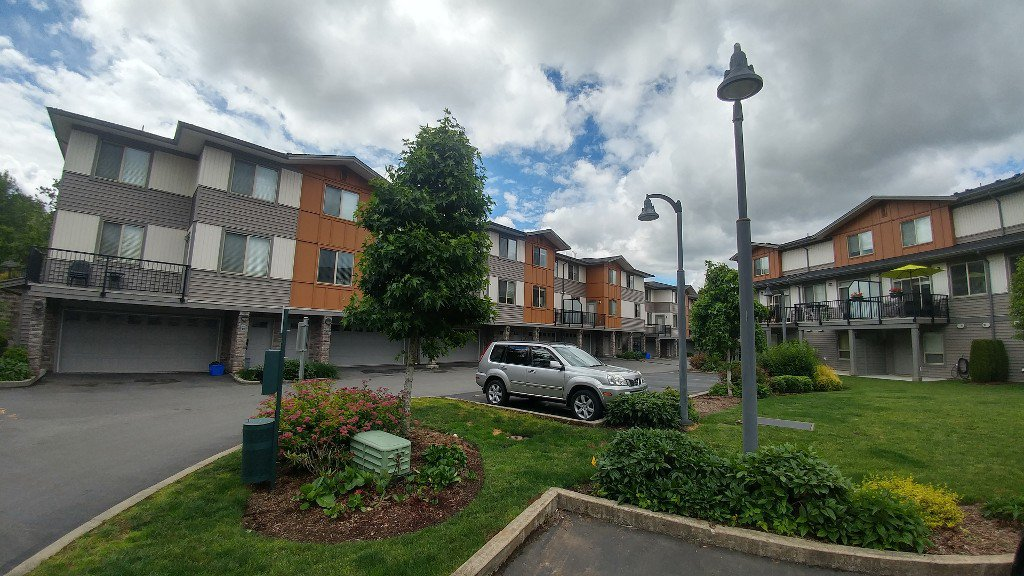 Main Photo: 18-34248 King Rd in Abbotsford: Abbotsford West Townhouse for rent