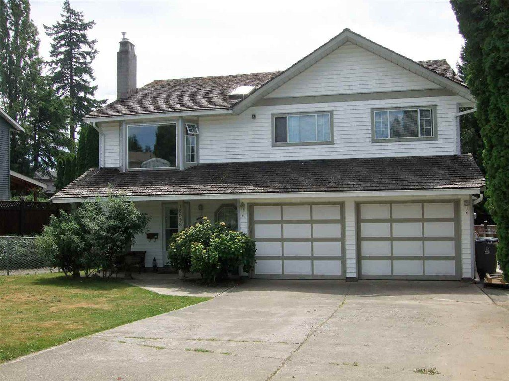 Main Photo: 18038 61 ave in Surrey: Cloverdale BC House for sale (Cloverdale)  : MLS®# R2181871