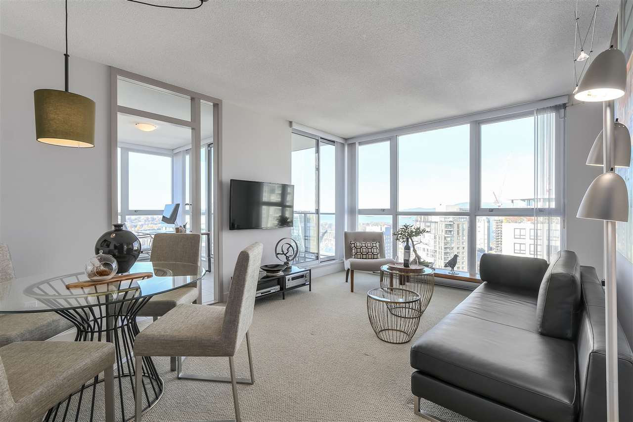 "Photo 3: Photos: 3903 1408 STRATHMORE Mews in Vancouver: Yaletown Condo for sale in ""West One"" (Vancouver West)  : MLS®# R2218263"