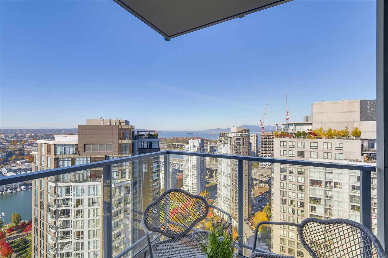 "Photo 8: Photos: 3903 1408 STRATHMORE Mews in Vancouver: Yaletown Condo for sale in ""West One"" (Vancouver West)  : MLS®# R2218263"