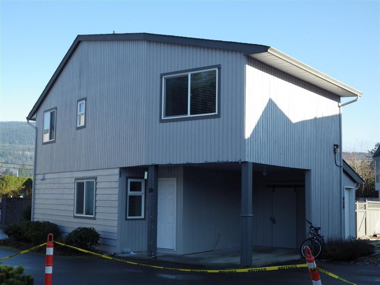 Main Photo: 20 5761 WHARF Avenue in Sechelt: Sechelt District House 1/2 Duplex for sale (Sunshine Coast)  : MLS®# R2227749
