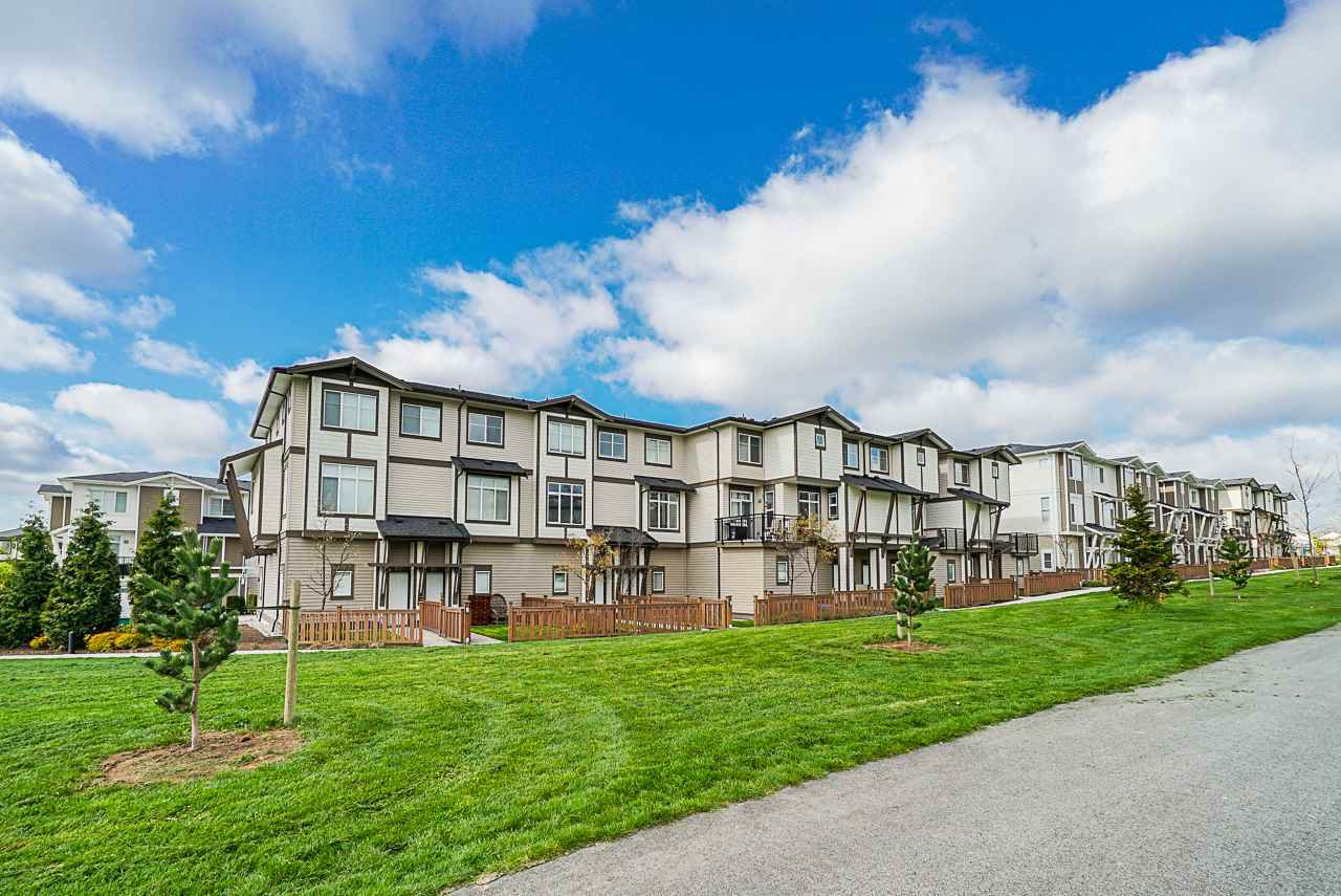 "Main Photo: 86 19433 68 Avenue in Langley: Clayton Townhouse for sale in ""THE GROVE"" (Cloverdale)  : MLS®# R2361837"