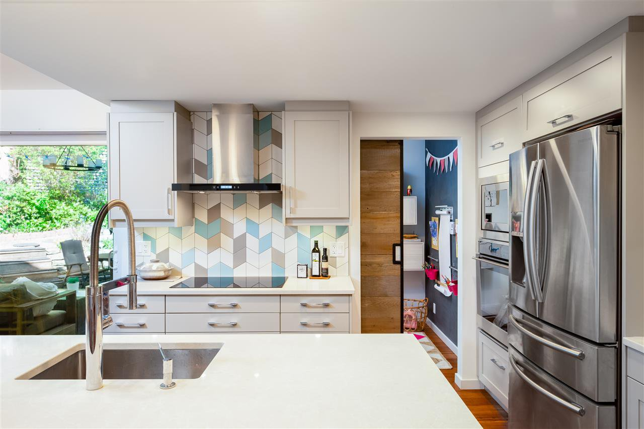 """Main Photo: 3417 LYNMOOR Place in Vancouver: Champlain Heights Townhouse for sale in """"MOORPARK"""" (Vancouver East)  : MLS®# R2366704"""