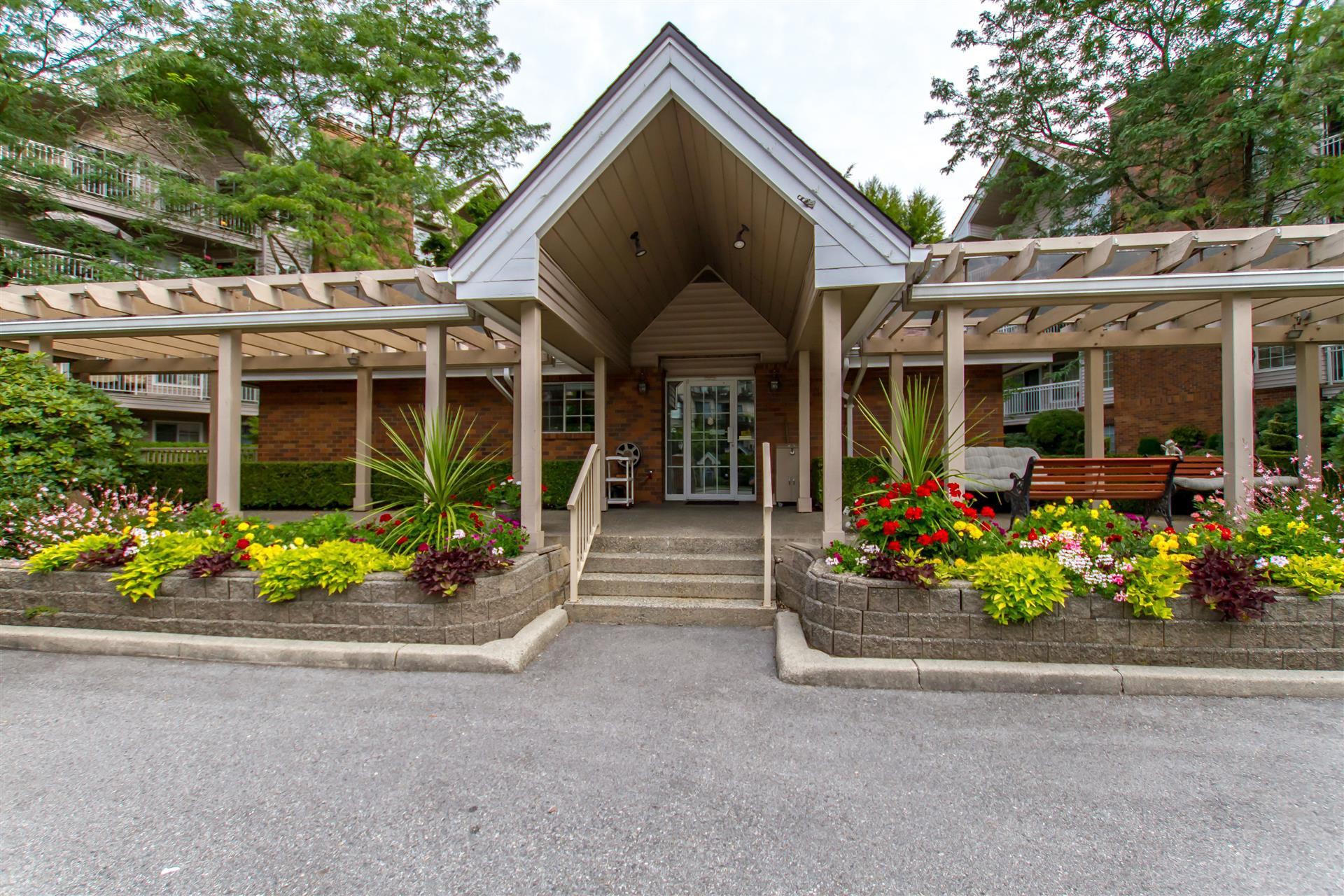 "Main Photo: 405 2963 BURLINGTON Drive in Coquitlam: North Coquitlam Condo for sale in ""BURLINGTON ESTATES"" : MLS®# R2393460"