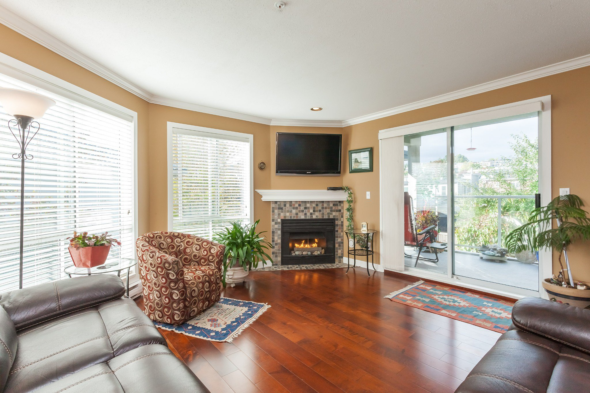 "Main Photo: 307 15941 MARINE Drive: White Rock Condo for sale in ""THE HERITAGE"" (South Surrey White Rock)  : MLS®# R2408083"