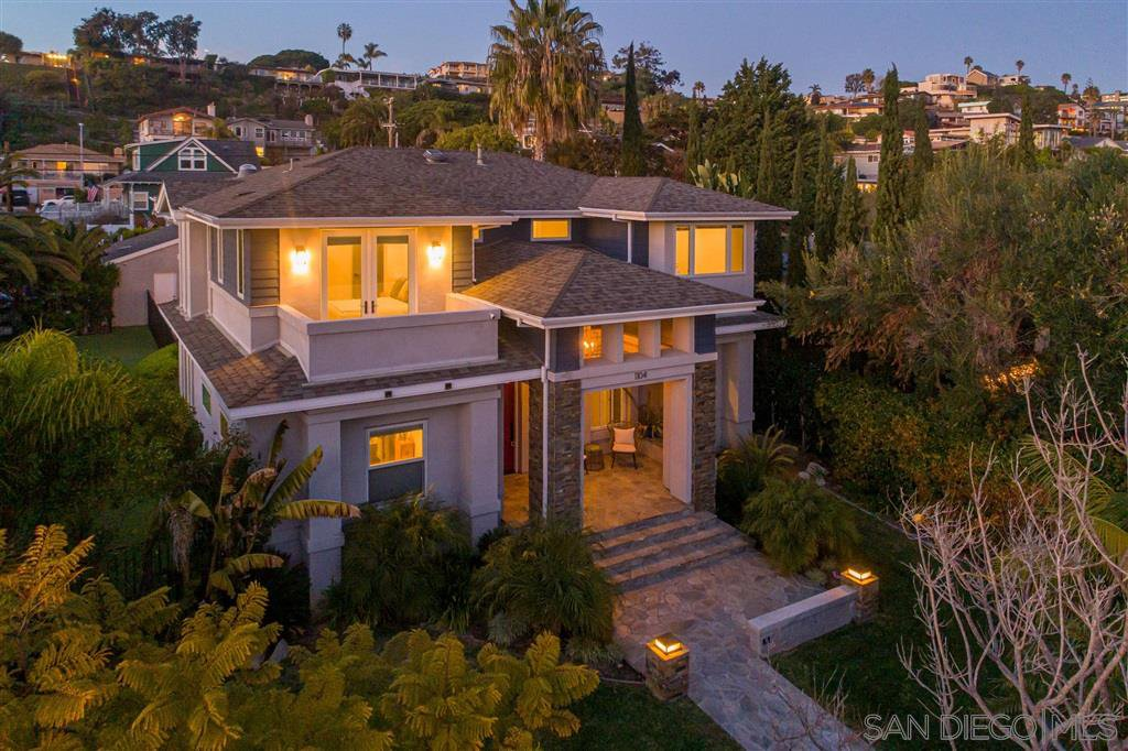 Main Photo: PACIFIC BEACH House for sale : 5 bedrooms : 1104 Agate St in San Diego