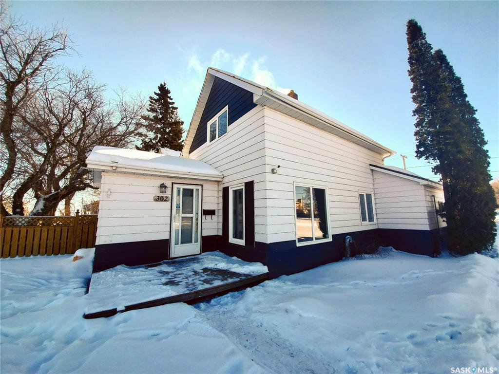 Main Photo: 302 Main Street in Blaine Lake: Residential for sale : MLS®# SK799616