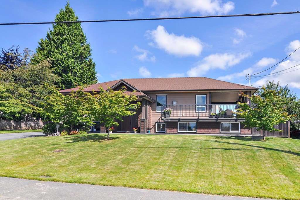 Main Photo: 19075 60B Avenue in Surrey: Cloverdale BC House for sale (Cloverdale)  : MLS®# R2475038