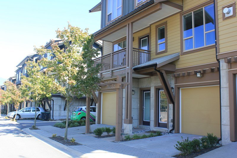 "Main Photo: 38332 EAGLEWIND Boulevard in Squamish: Downtown SQ Townhouse for sale in ""Eaglewind"" : MLS®# R2005164"