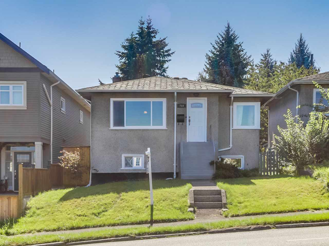 Main Photo: 718 E 12TH Avenue in Vancouver: Mount Pleasant VE House for sale (Vancouver East)  : MLS®# R2107688
