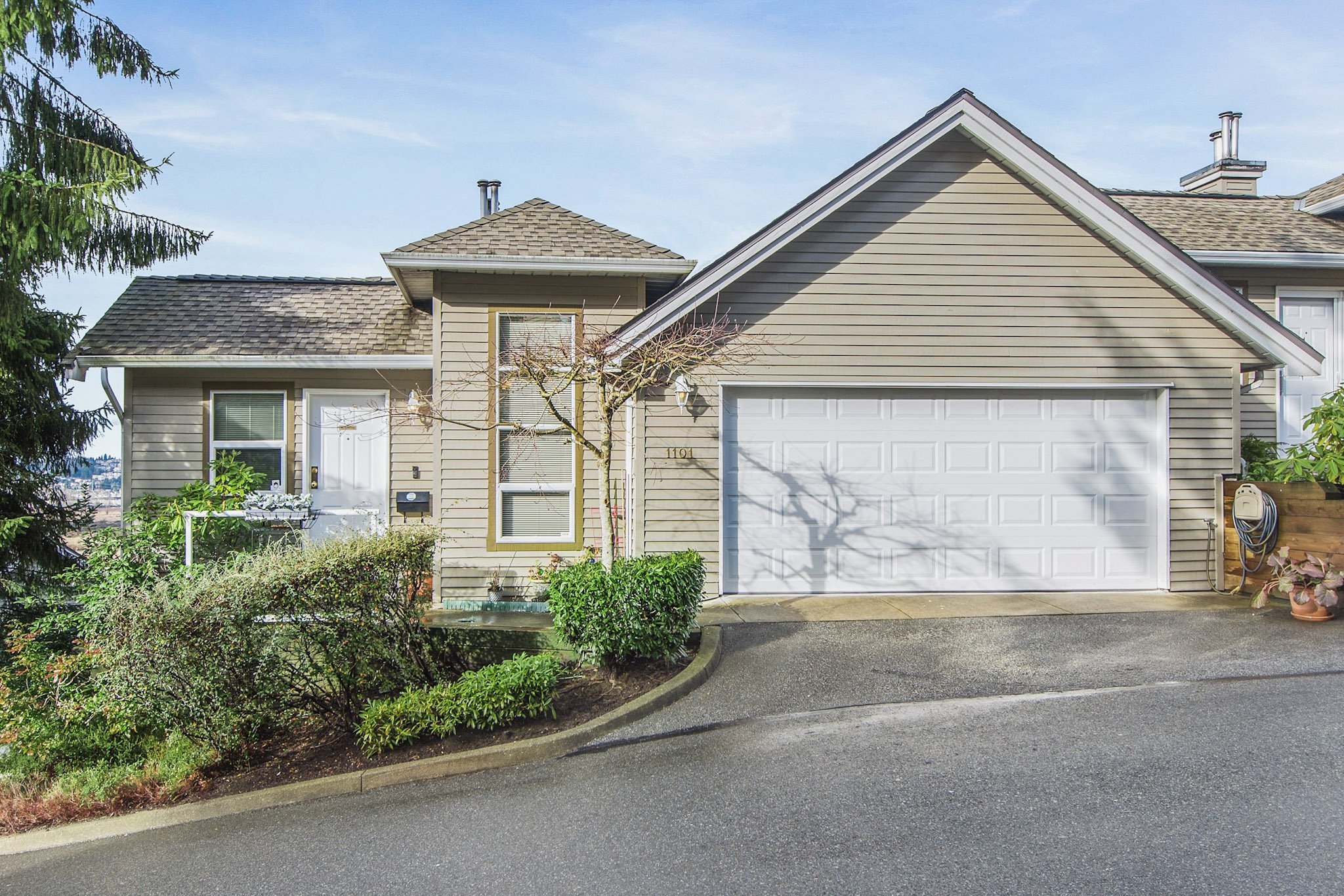 """Main Photo: 1101 BENNET Drive in Port Coquitlam: Citadel PQ Townhouse for sale in """"The Summit"""" : MLS®# R2235805"""