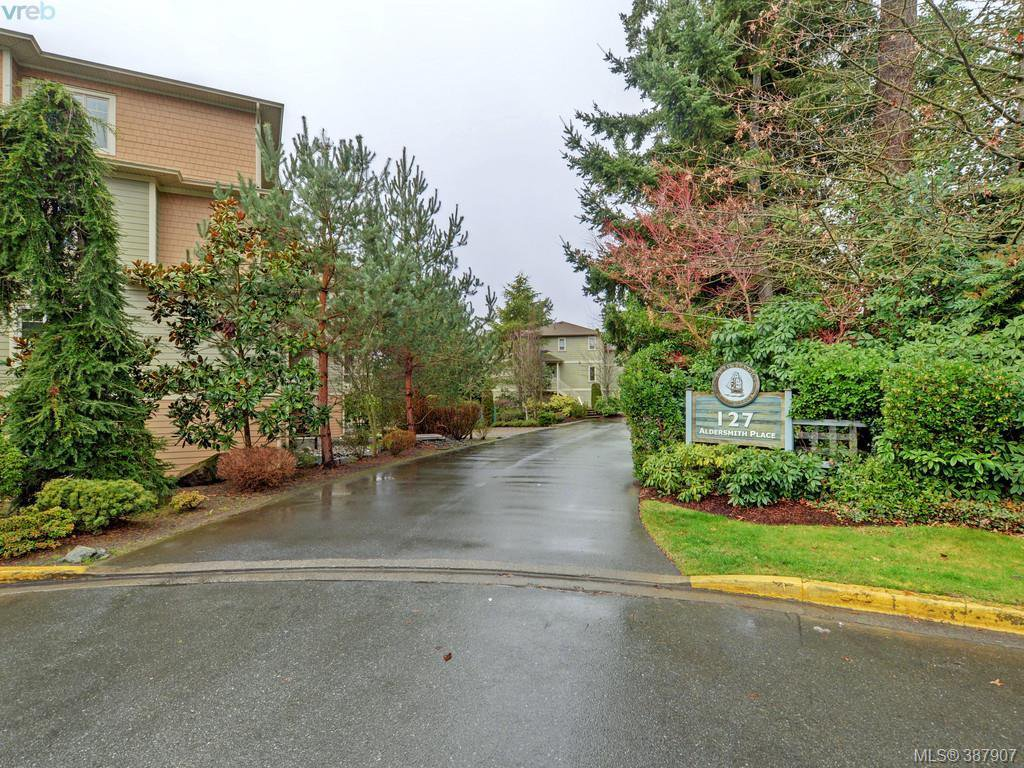 Main Photo: 2 127 Aldersmith Place in VICTORIA: VR Glentana Townhouse for sale (View Royal)  : MLS®# 387907