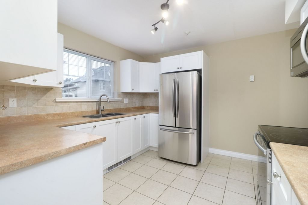 """Photo 6: Photos: 208 1567 GRANT Avenue in Port Coquitlam: Glenwood PQ Townhouse for sale in """"THE GRANT"""" : MLS®# R2251772"""