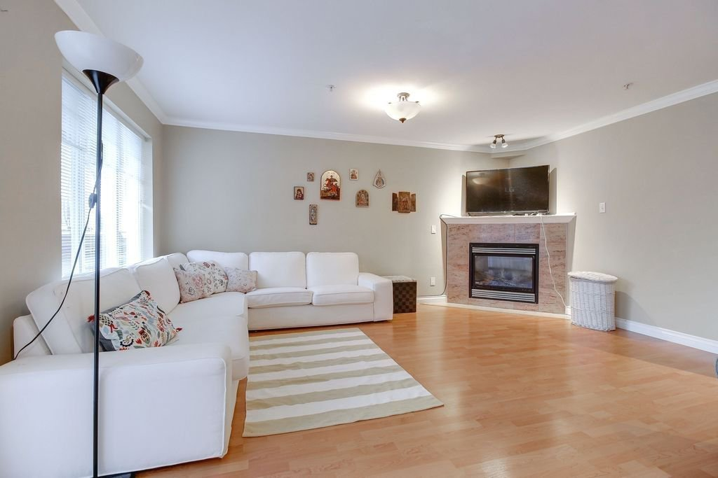 """Photo 3: Photos: 208 1567 GRANT Avenue in Port Coquitlam: Glenwood PQ Townhouse for sale in """"THE GRANT"""" : MLS®# R2251772"""