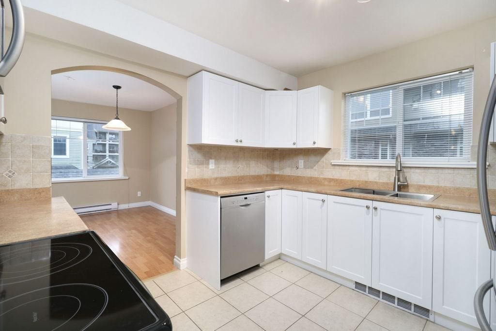 """Photo 7: Photos: 208 1567 GRANT Avenue in Port Coquitlam: Glenwood PQ Townhouse for sale in """"THE GRANT"""" : MLS®# R2251772"""