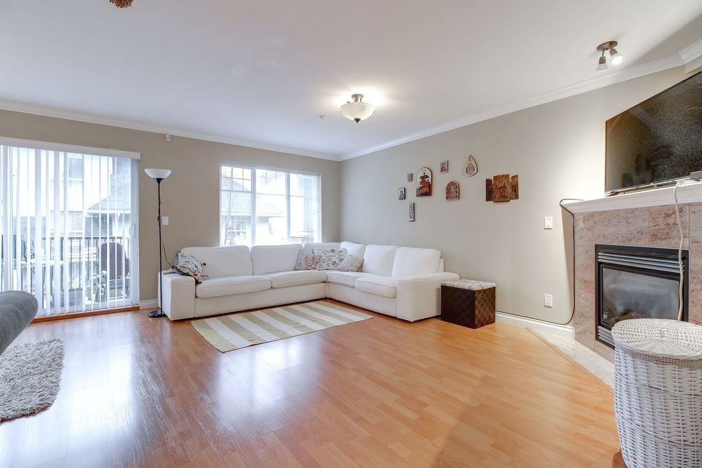 """Photo 4: Photos: 208 1567 GRANT Avenue in Port Coquitlam: Glenwood PQ Townhouse for sale in """"THE GRANT"""" : MLS®# R2251772"""