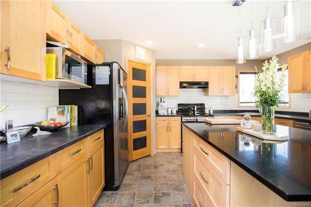 Photo 8: Photos: 46 Haverhill Crescent in Winnipeg: Royalwood Residential for sale (2J)  : MLS®# 1818965