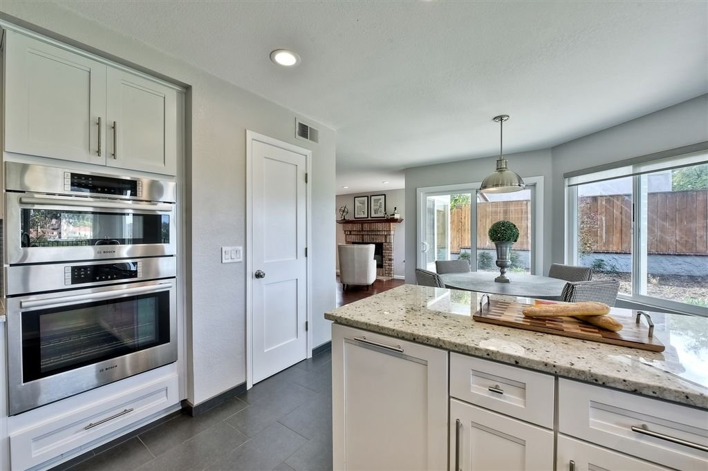 Photo 9: Photos: SCRIPPS RANCH House for sale : 4 bedrooms : 11680 Scripps Lake Dr in San Diego