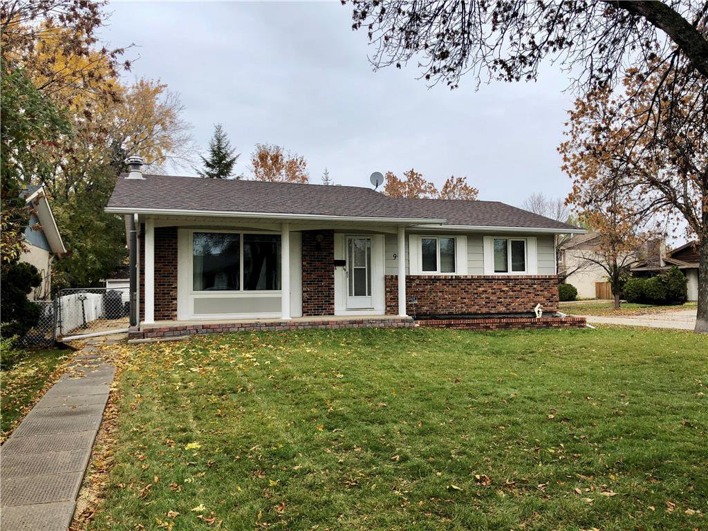 Main Photo: 98 Moberly Avenue in Winnipeg: Lakeside Meadows Residential for sale (3K)  : MLS®# 1929529