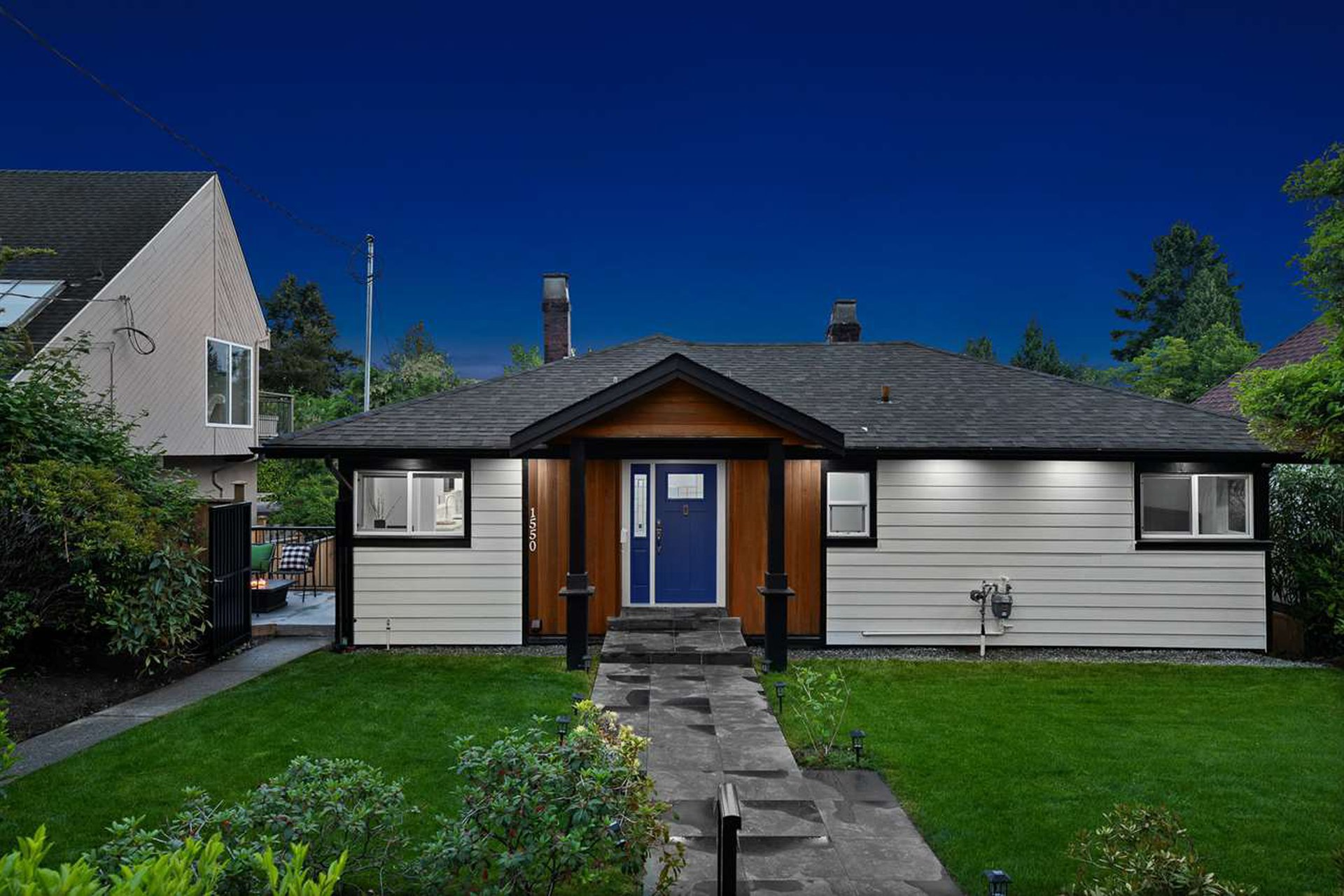Main Photo: 1550 in kings: Ambleside House for sale (West Vancouver)