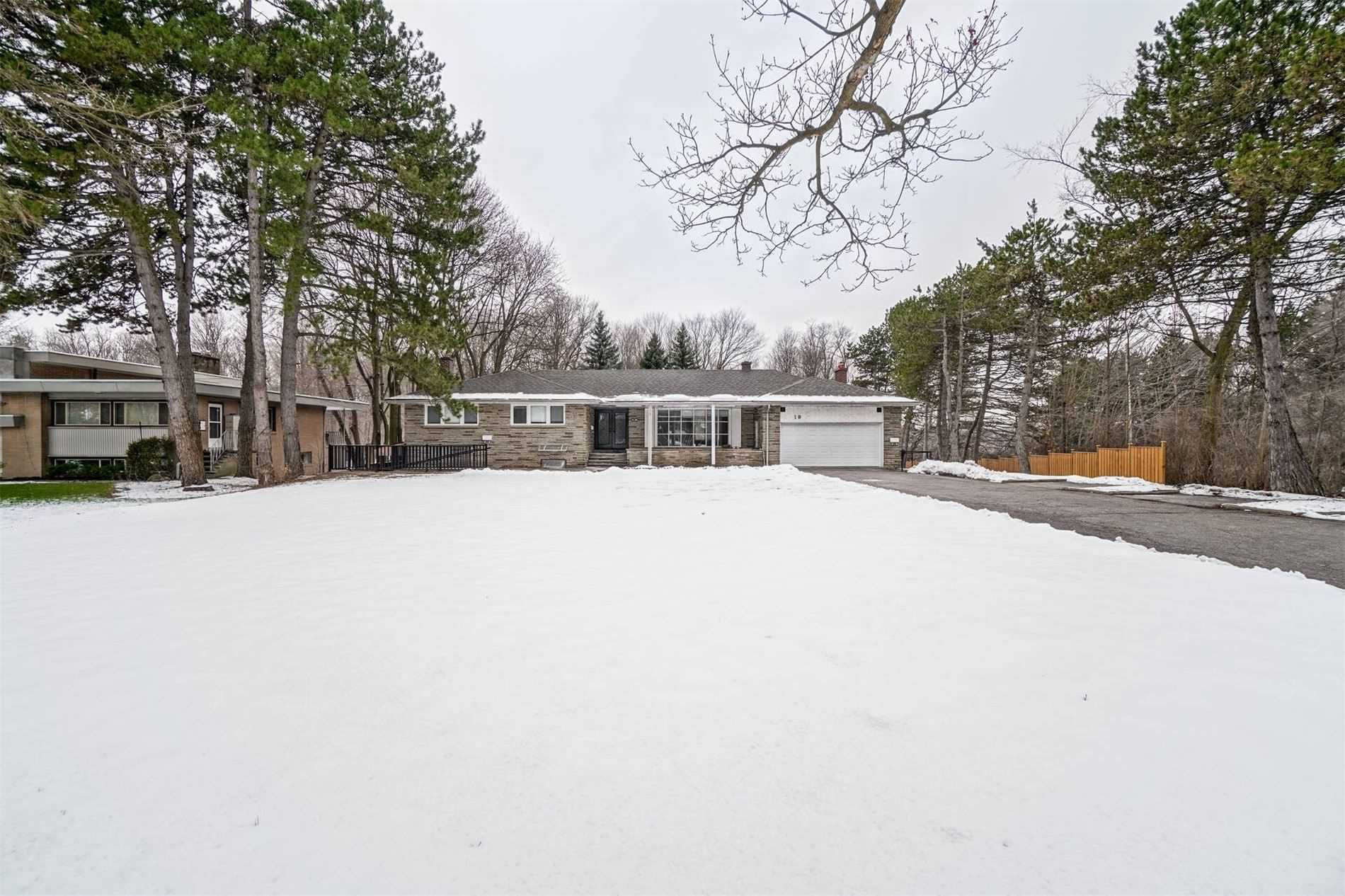 Main Photo: 10 Silverdale Crescent in Toronto: Parkwoods-Donalda House (Bungalow-Raised) for lease (Toronto C13)  : MLS®# C5075785