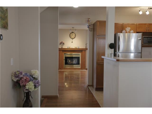 Photo 2: Photos: 60 SCENIC Gardens NW in Calgary: Scenic Acres House for sale : MLS®# C4044022