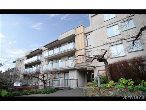 Main Photo: 301 2527 quadra St in VICTORIA: Vi Hillside Condo for sale (Victoria)  : MLS®# 720939
