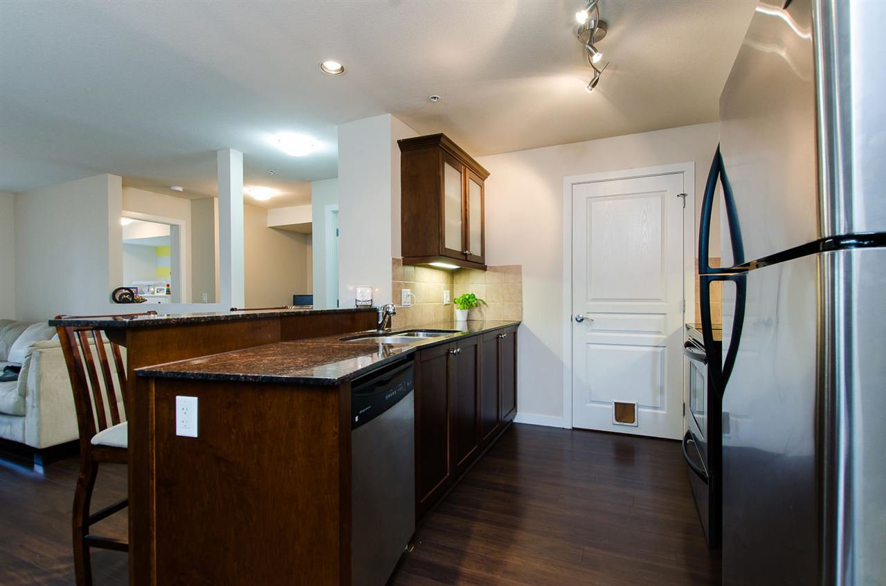 "Photo 3: Photos: 209 1969 WESTMINSTER Avenue in Port Coquitlam: Glenwood PQ Condo for sale in ""THE SAPHIRE"" : MLS®# R2118876"