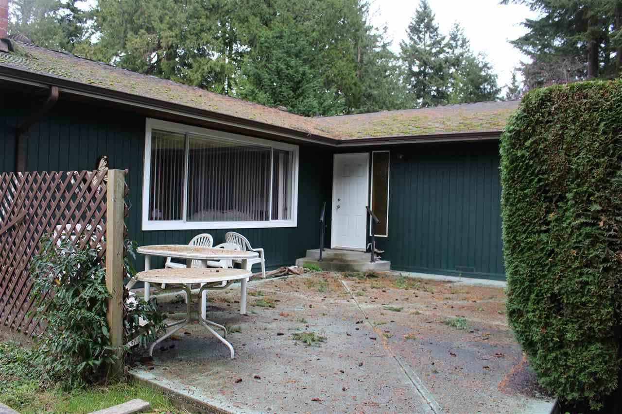 Main Photo: 8119 ALDERWOOD Road in Halfmoon Bay: Halfmn Bay Secret Cv Redroofs House for sale (Sunshine Coast)  : MLS®# R2127334