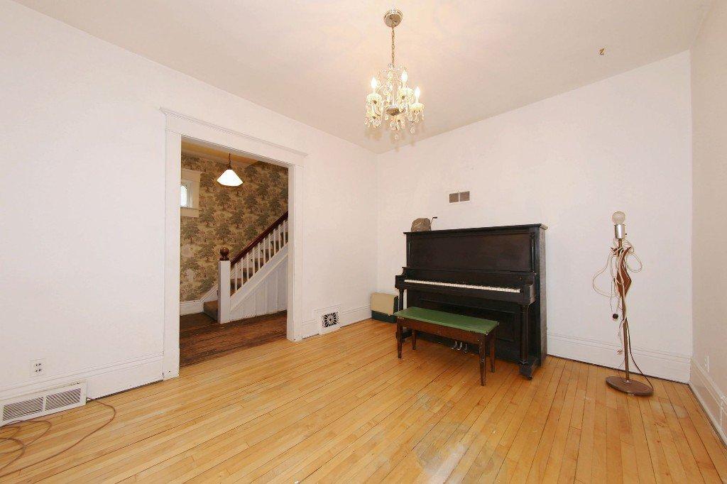 Photo 6: Photos: 1205 Wolseley Avenue in Winnipeg: Wolseley Single Family Detached for sale (5B)  : MLS®# 1713764