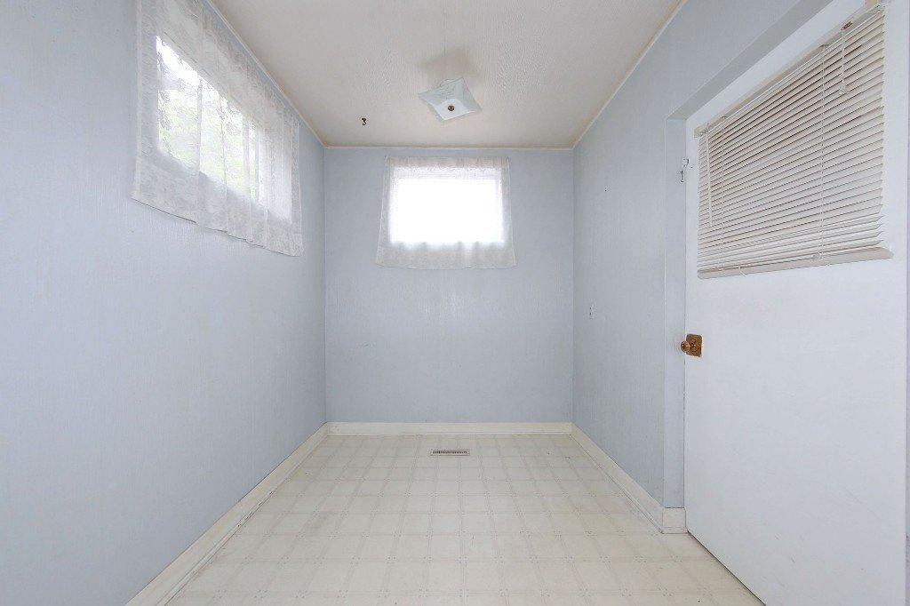 Photo 8: Photos: 1205 Wolseley Avenue in Winnipeg: Wolseley Single Family Detached for sale (5B)  : MLS®# 1713764