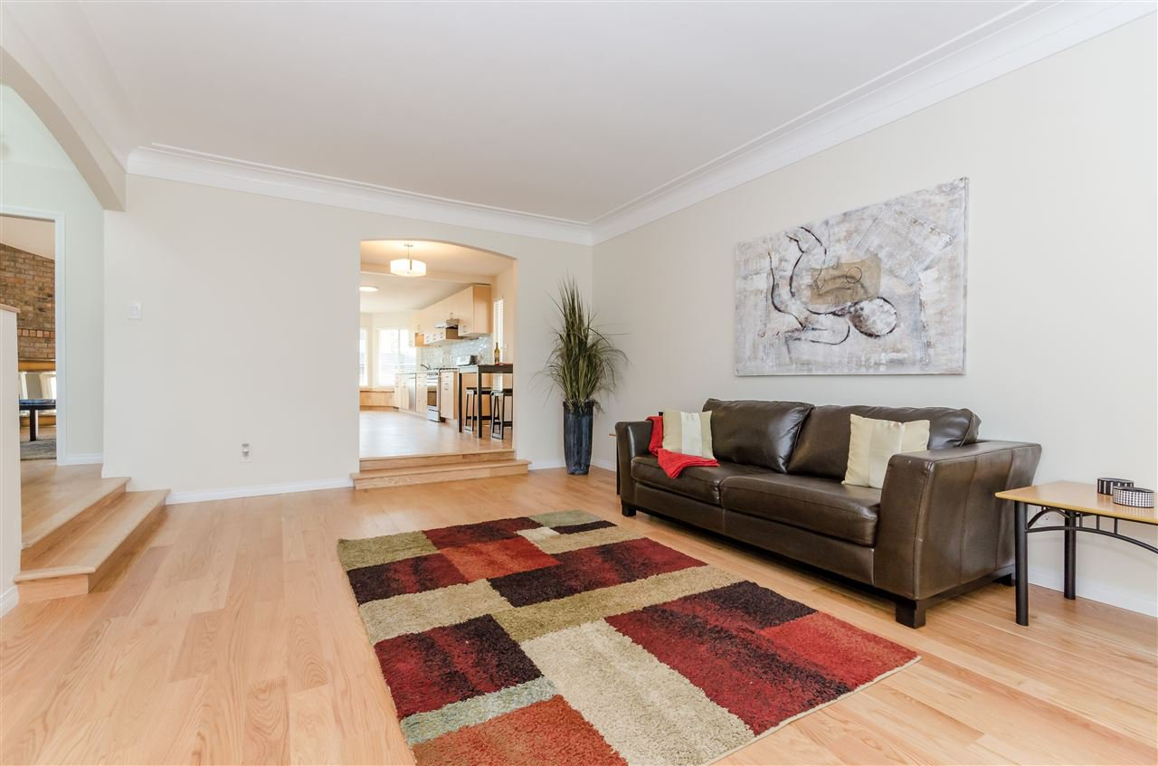 """Main Photo: 6083 187 Street in Surrey: Cloverdale BC House for sale in """"EAGLE CREST"""" (Cloverdale)  : MLS®# R2343979"""
